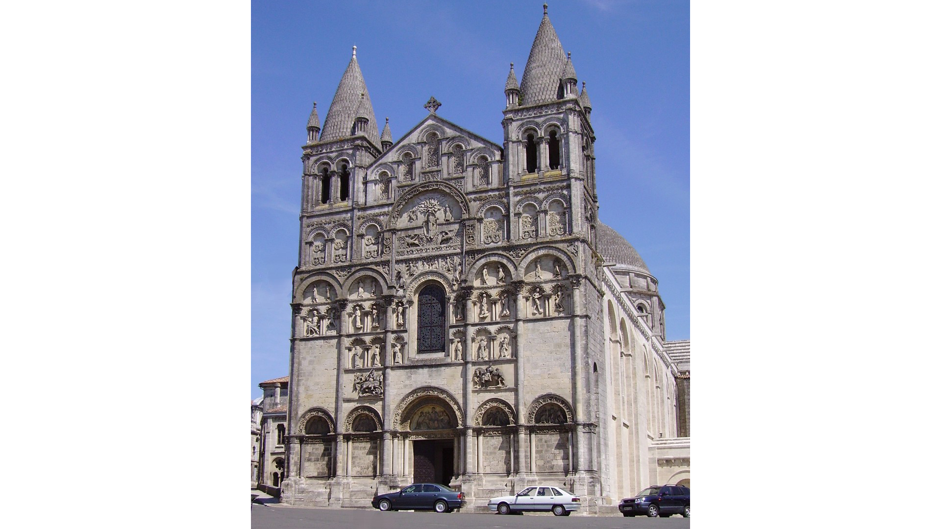 ANGOULEME_CATHEDRALE_ST_PIERRE